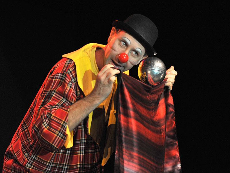 Cette année-là, le clown Amédée faisait patienter les enfants